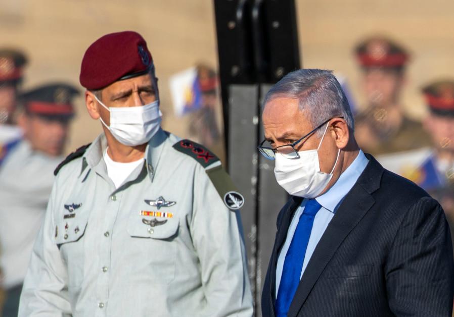 Attending an IAF pilot graduation with Prime Minister Benjamin Netanyahu. (Ariel Schalit/Pool)