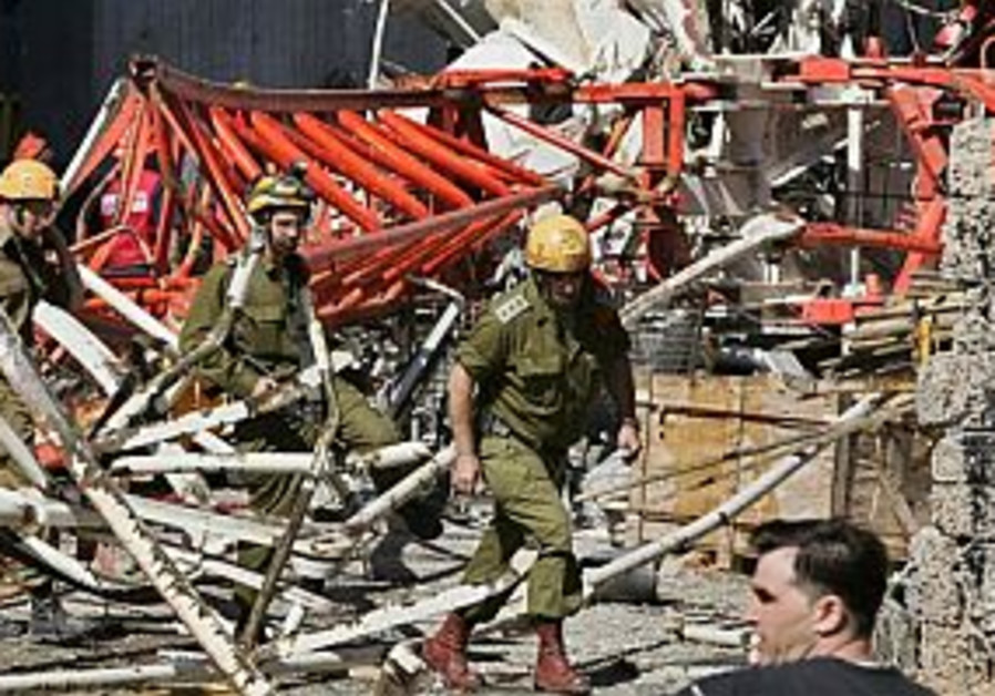 Police probe negligence after 2 killed in crane collapse