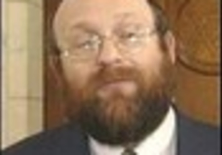 UK military appoints first civilian rabbi as chaplain