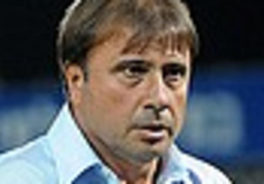 Mac Haifa chairman Shahar stands by under-fire coach Levy