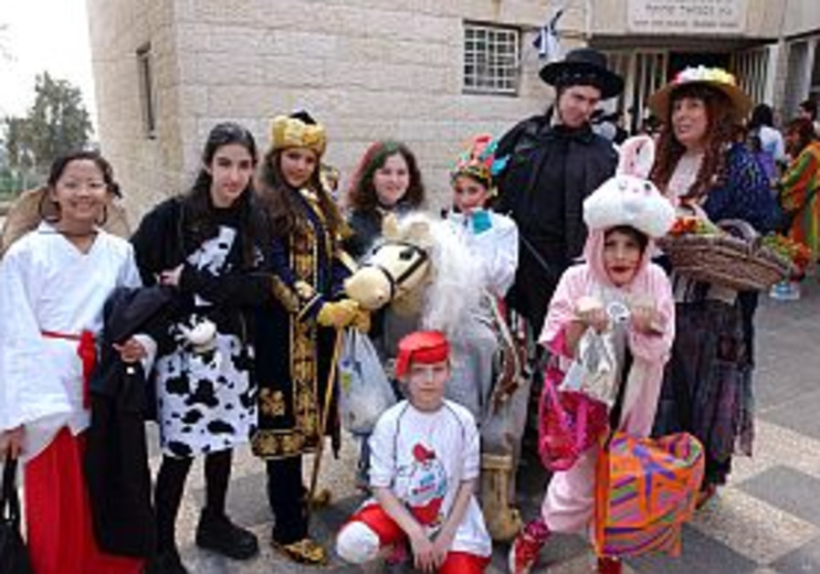purim, kids in costime 298 aj