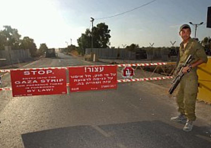 Israel closes Gaza-Egypt border again