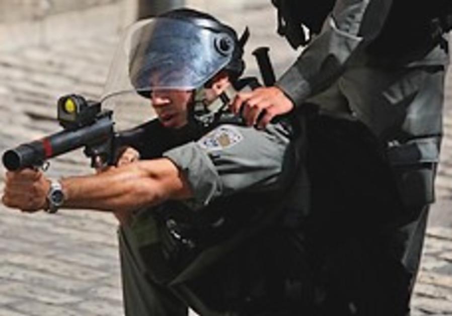 Border policeman fires tear gas 248.88