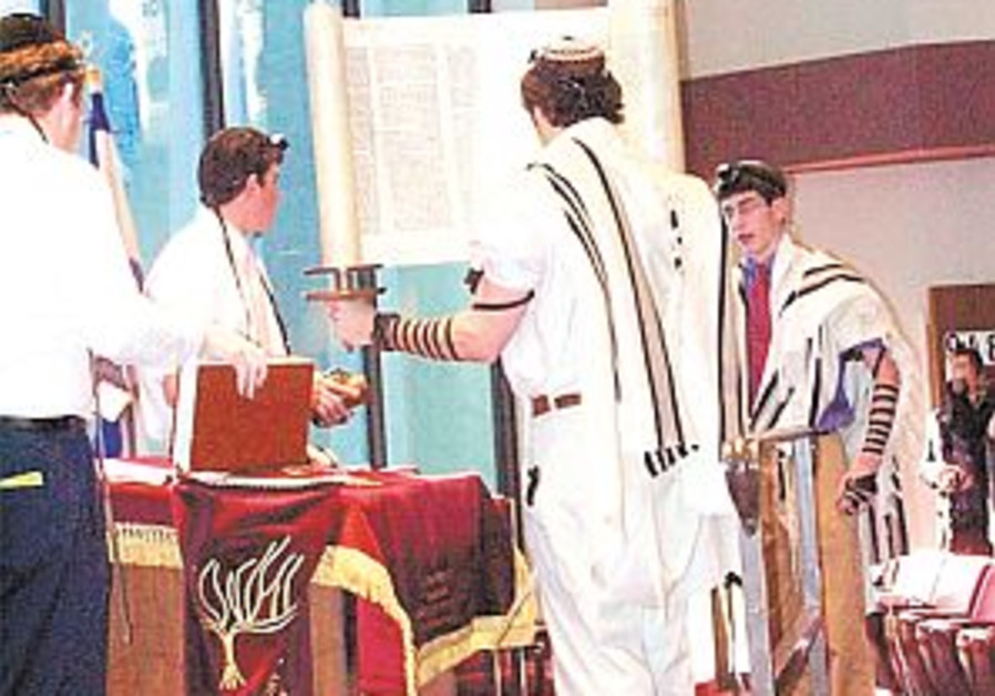 Baltimore school brings Polish Torah 'home' to Israel