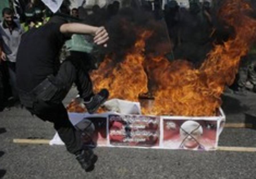 hamas gaza abbas protest