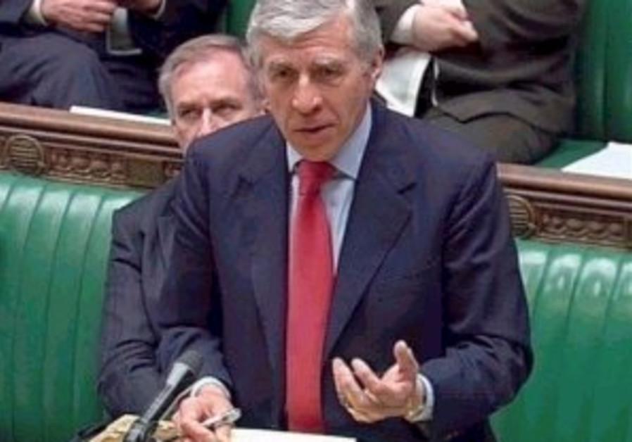 british foreign secretary jack straw speaking to c