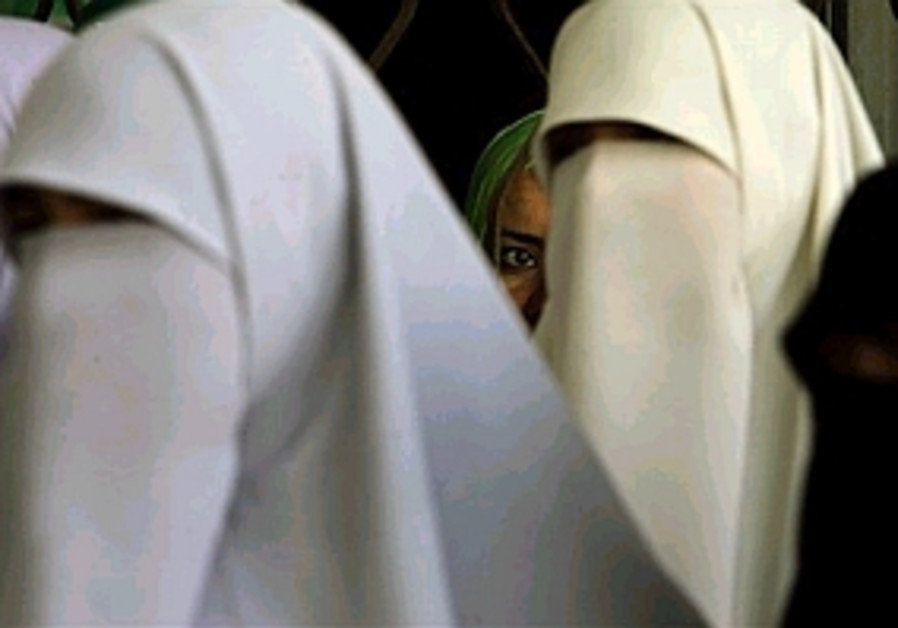 palestinian women covered