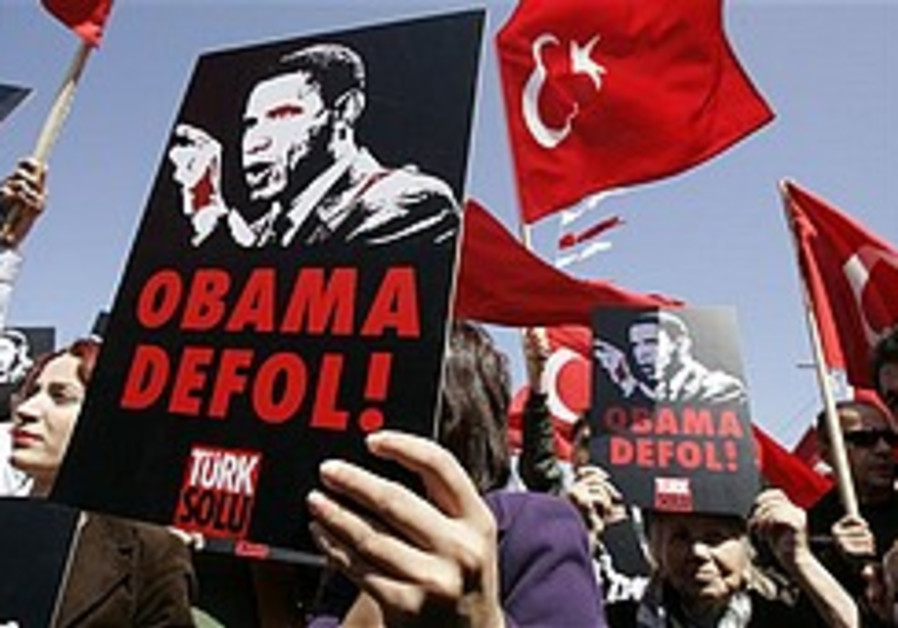 Obama arrives in Turkey amid protests