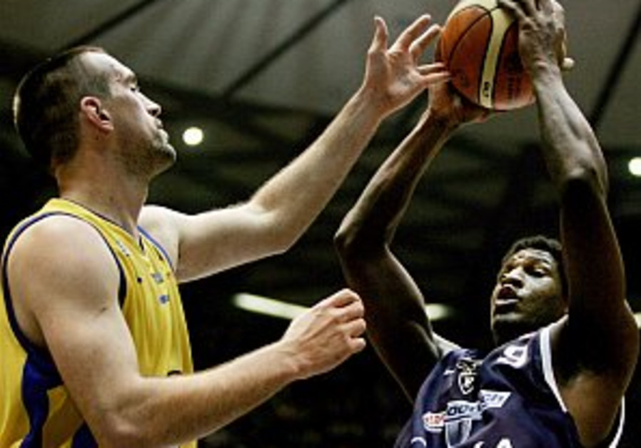 Local hoops: Maccabi TA's new signings arrive in Israel