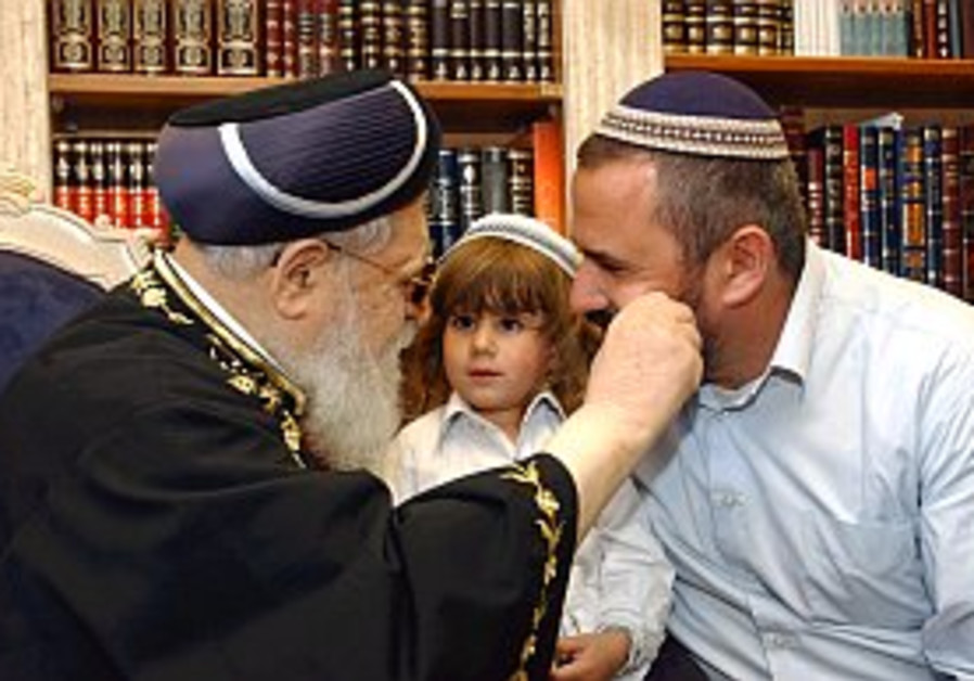 Rabbi Ovadia Yosef accused of illegal pre-election curses