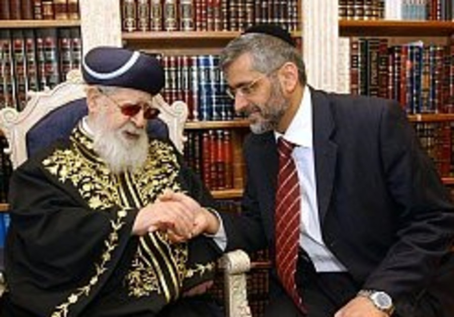 Rabbi Yosef asks Mubarak to demand release of soldiers