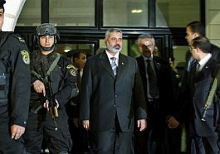 Egyptian border guards refuse entry to Haniyeh entourage