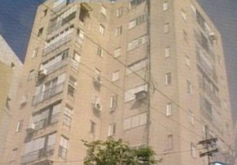 Fire in Bat Yam seniors' club injures 83