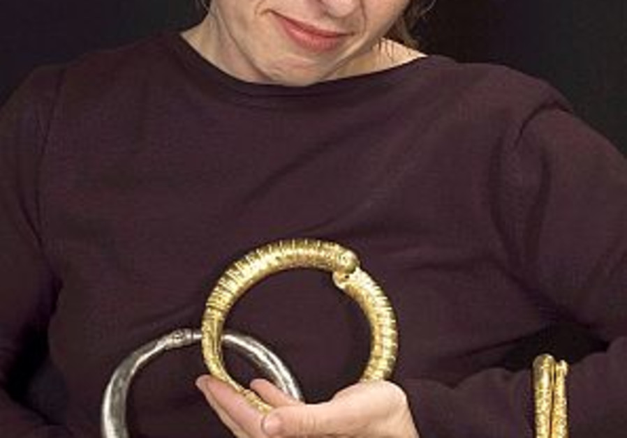 1,000-yr-old bracelets found in Ramle
