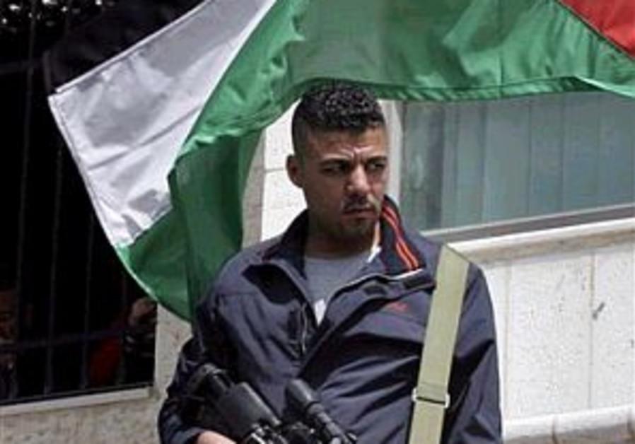 Fatah gunmen storm PA offices