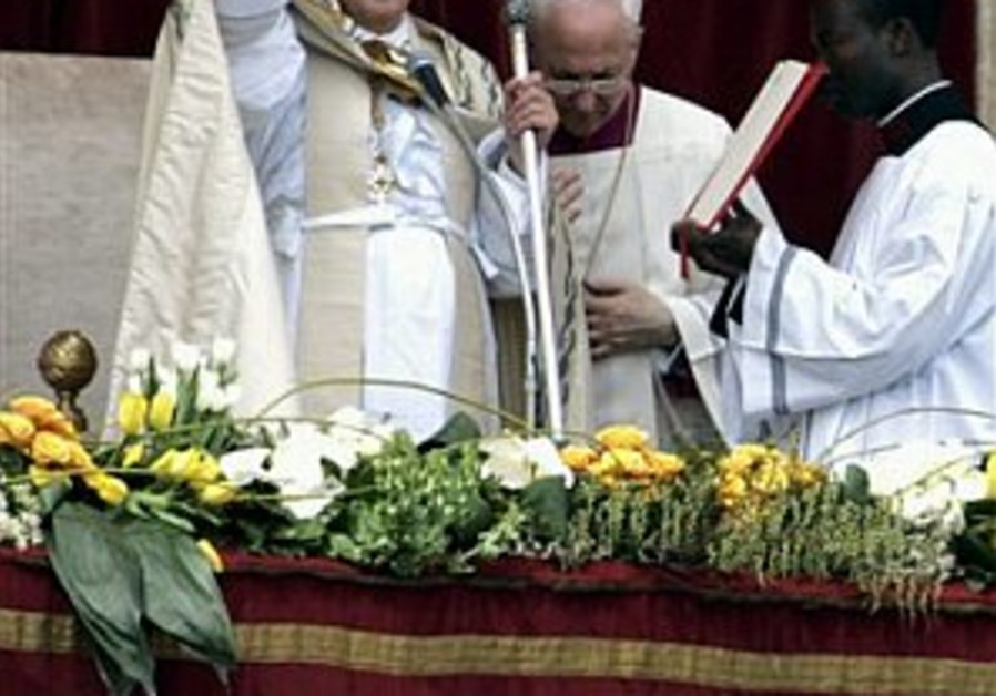 Pope offers to meet soldiers' families