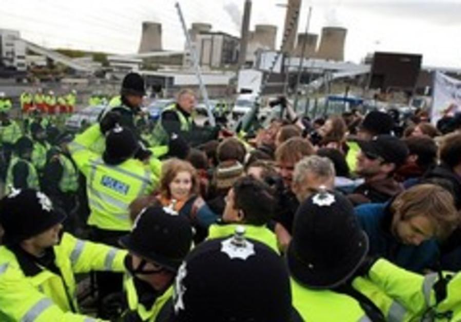 coal protest england 248 88 ap