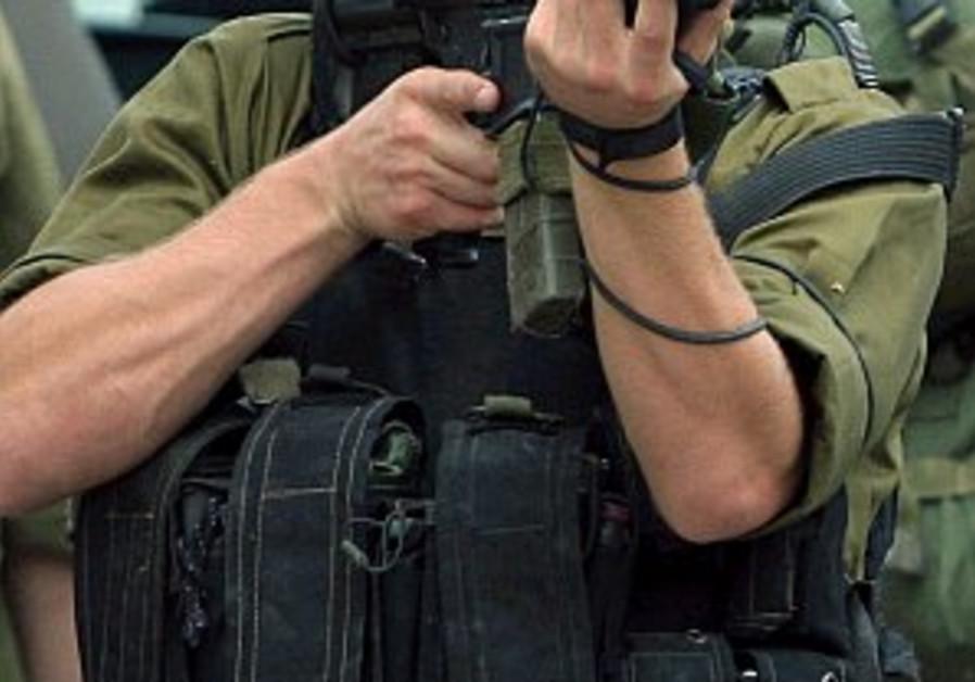 soldier aims gun 298 ap