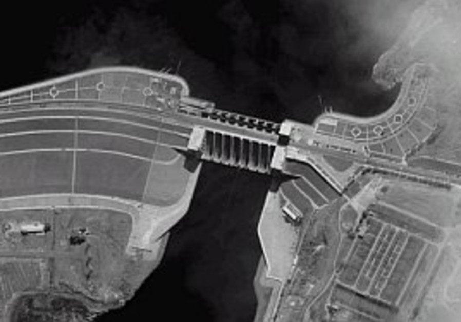 syrian dam as viewed by Eros B 298.88