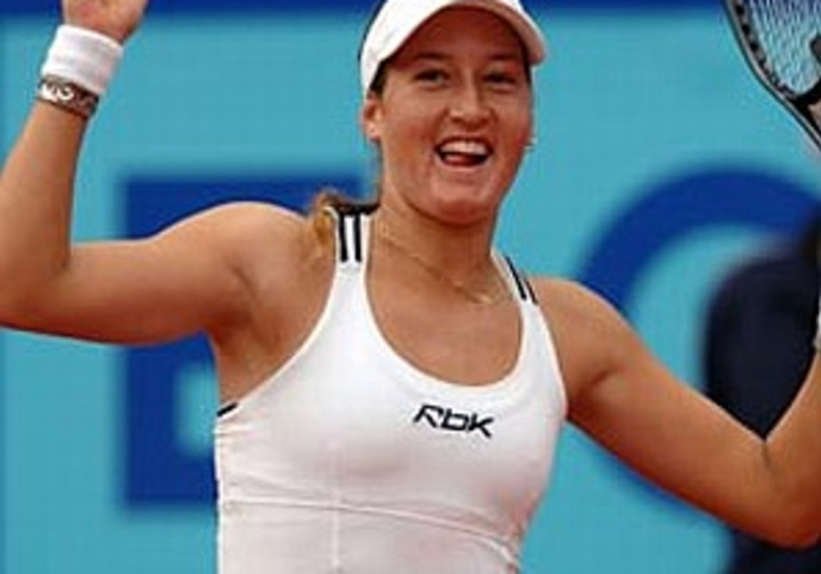 Pe'er beats Stosur in Prague final