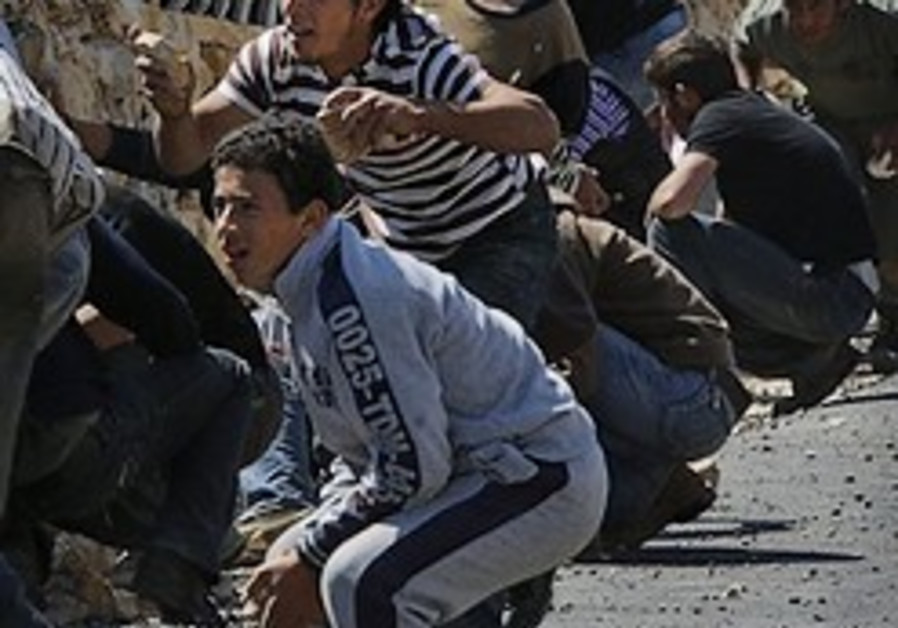 Palestinians, Bat Ayin settlers clash