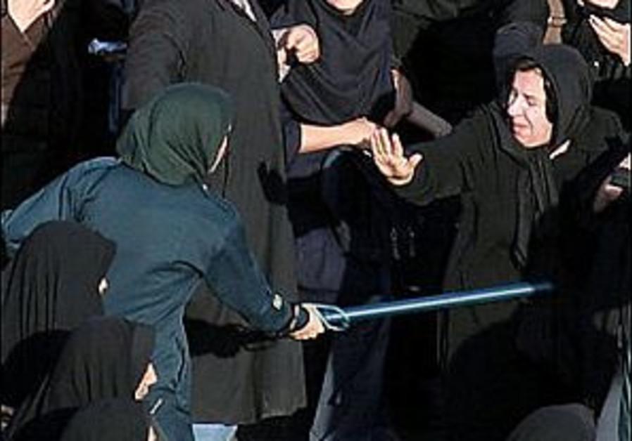 Women's rights activists beaten in Teheran