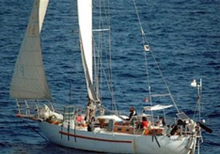 French free sailboat from pirates, 1 hostage dies