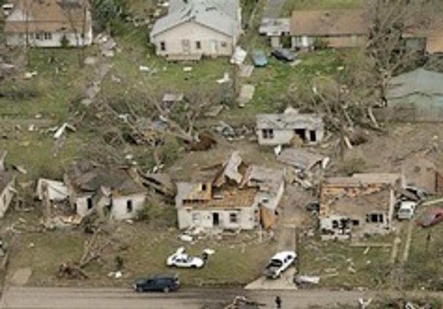 Tornado kills 2, injures 30 in Tennessee