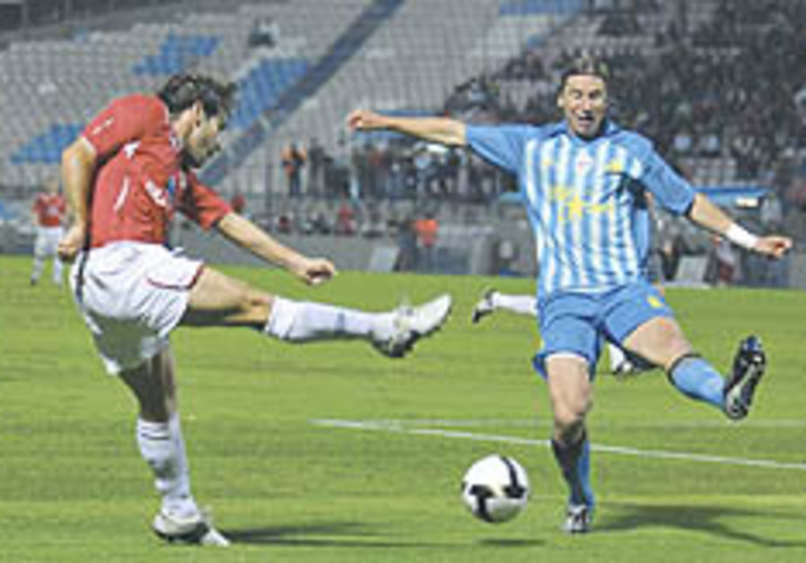 Local Soccer: Magical Meshumar keeps Haifa in first place