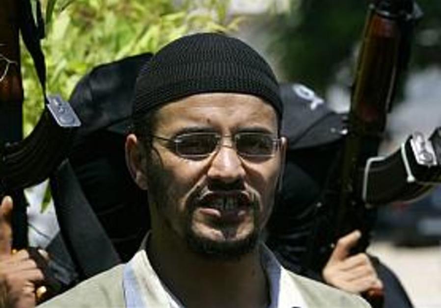 Ground troops enter Gaza, encounter little resistance