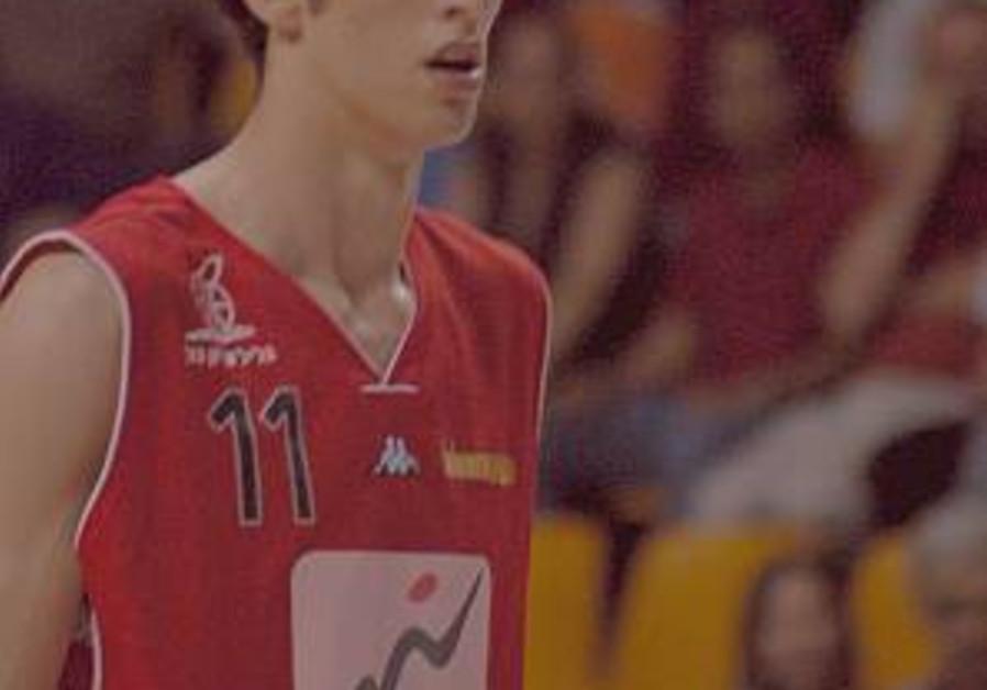Maccabi Tel Aviv snatches Eliyahu; Drucker takes Panionios job