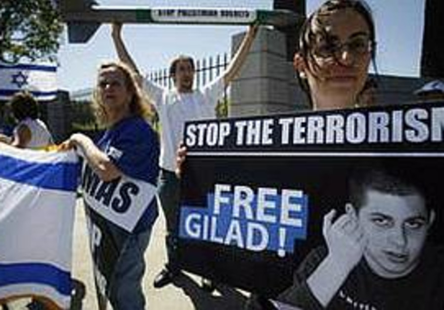 free gilad rally in LA, 298 ap