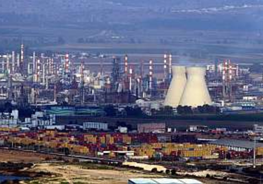 Haifa oil refineries given one week to present pollution-prevention plan
