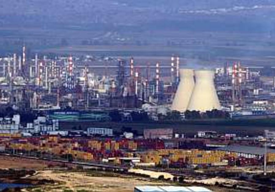 Haifa Chem. workers hold strike, quit Histadrut