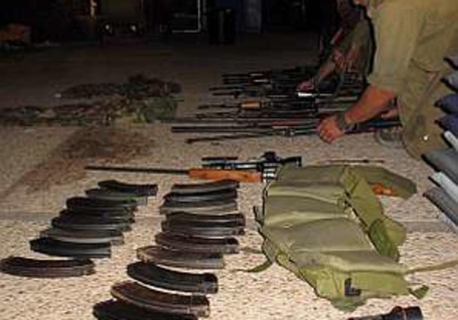 captured Hiz weapons 298