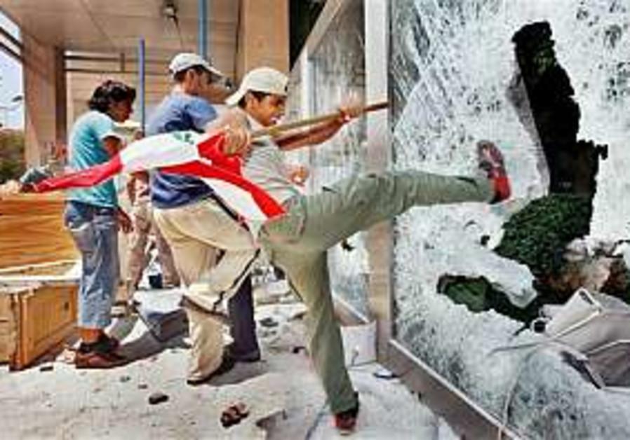 Qana protesters break into UN building in Beirut