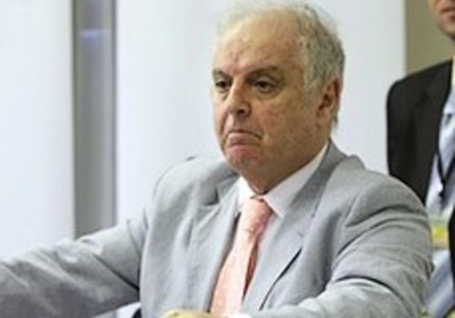 Israeli conductor Barenboim in Egypt for 1st show