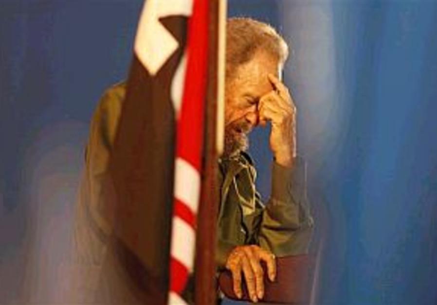 Castro temporarily relinquishes power