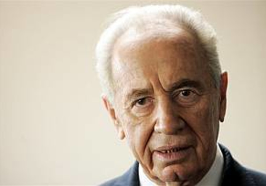 Peres: 'Global economy replaces nationalism'