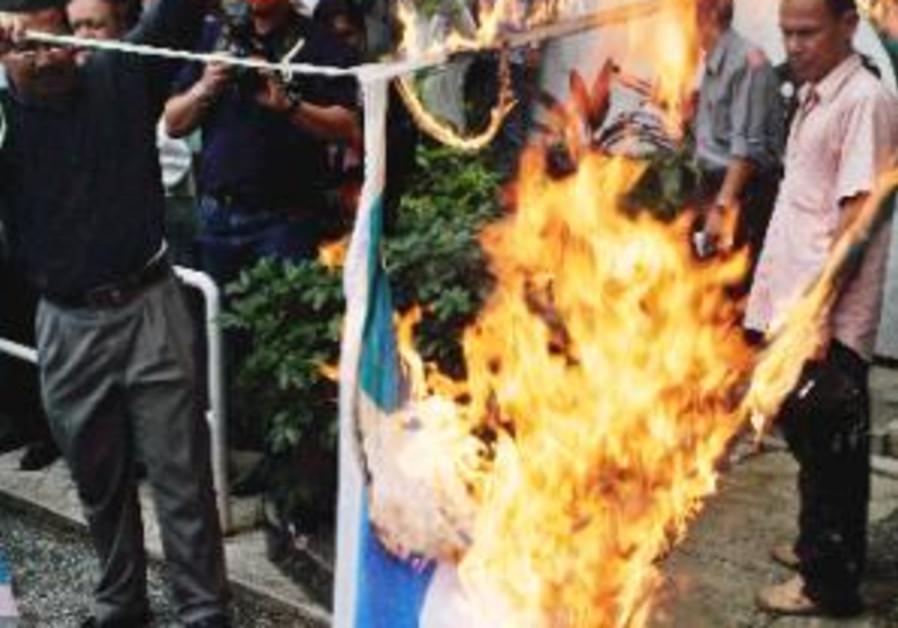 burning israeli flag in malaysia 298