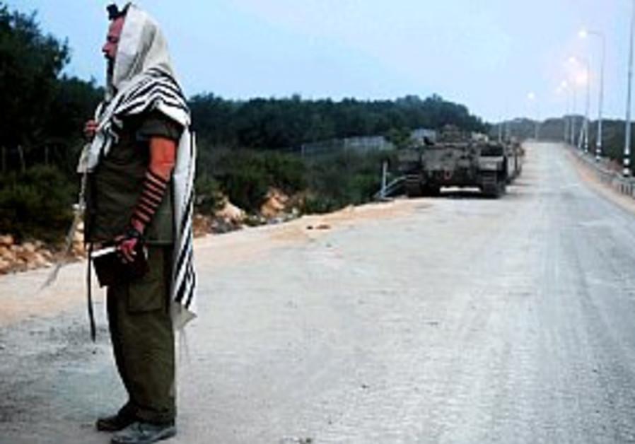 reserve soldier praying 298