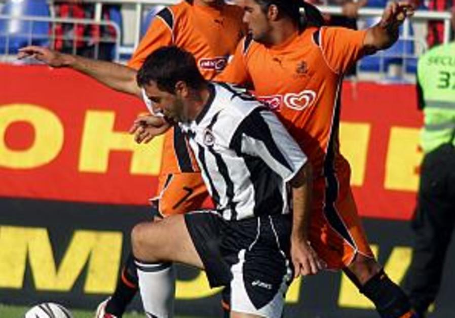 Bnei Yehuda edged by PSV in 1st leg