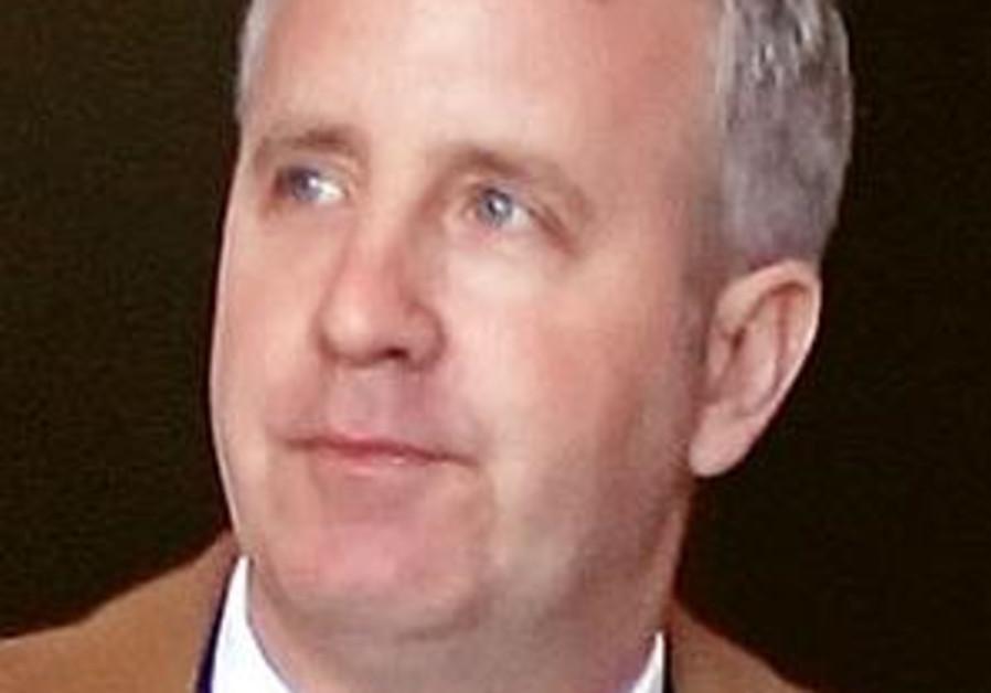 Browns owner Randy Lerner begins takeover of Aston Villa