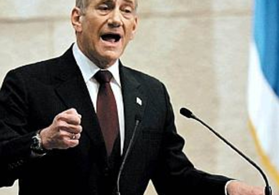 Olmert calls for boycott of Ahmadinejad