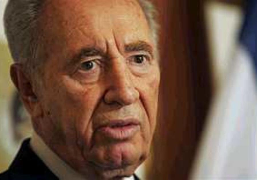 Peres slams Ahmadinejad, Columbia U.