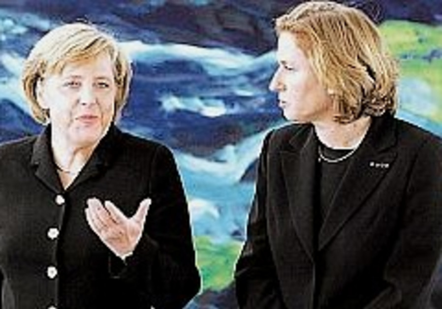Livni calls for soldiers' release