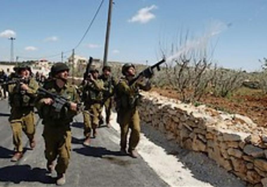 Palestinians: Man killed in Bil'in riot