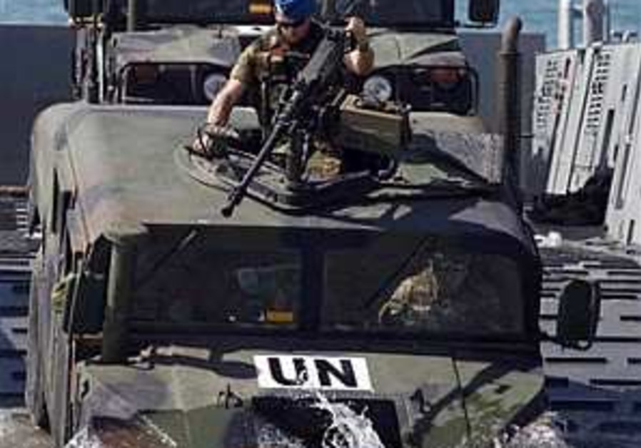 Spanish troops arrive for UN force