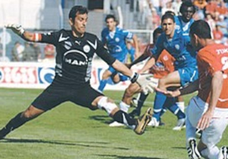 Local Soccer: Da Silva heads Hapoel Tel Aviv to the top