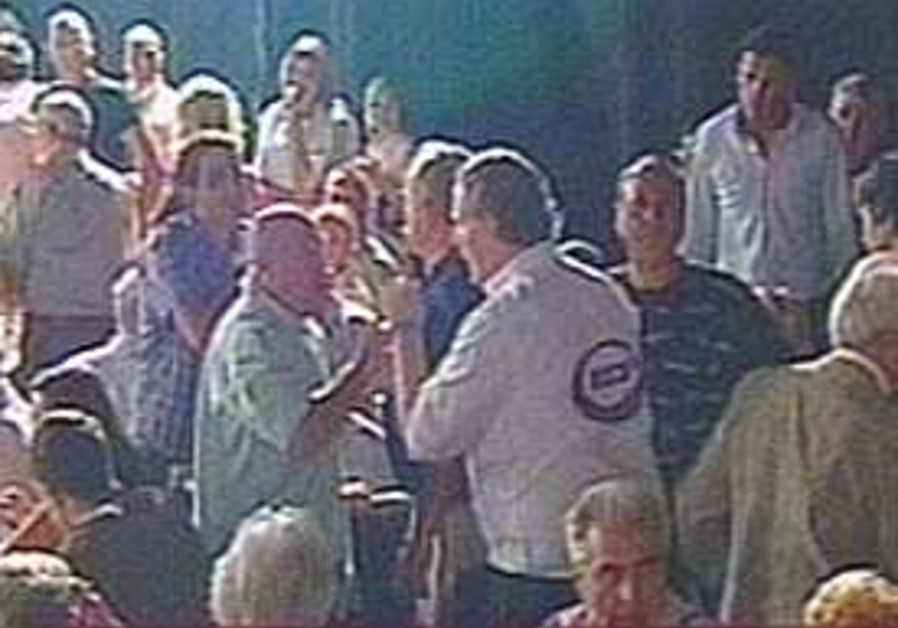 Hecklers interrupt Olmert's speech
